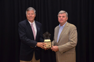 Don Olen and Peter Noyes receive the United Van Lines 2015 President's Award